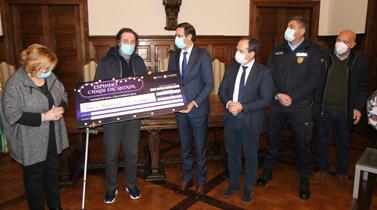 Autarquia de Espinho entrega €7.500 à paróquia de espinho